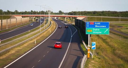 autostrada, samochody, drogowskazy