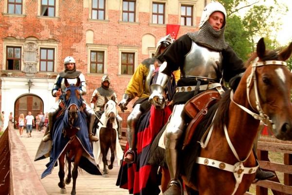 Ritterturniere und ReInszenierungen von Schlachten in Polen